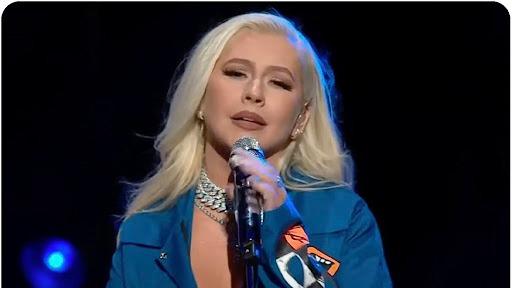 Christina Aguilera cantó